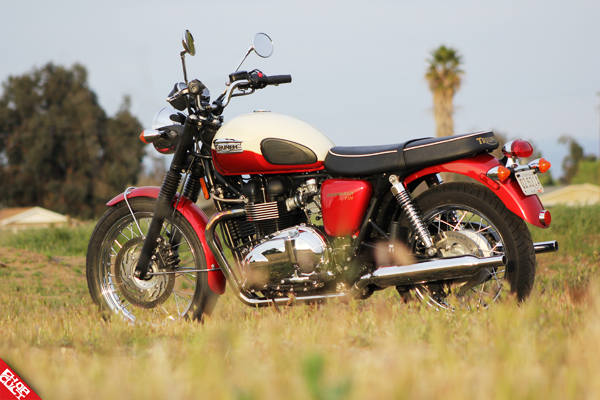 Triumph Bonneville T100 Road Test Review_02