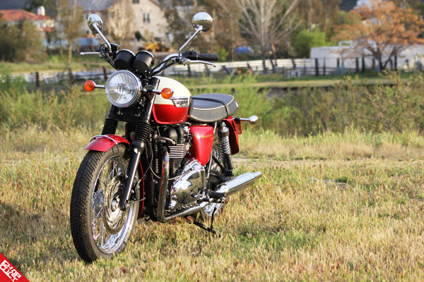 Triumph Bonneville T100 Road Test Review_04