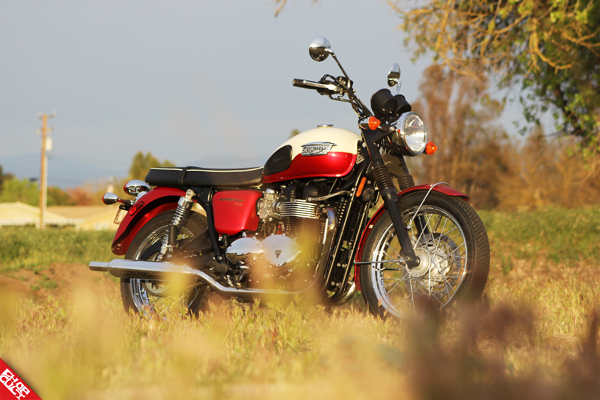Triumph Bonneville T100 Road Test Review_09